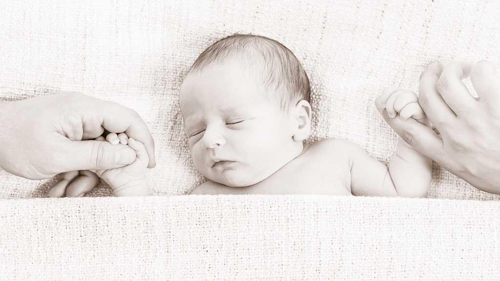 Snapix Newborn Portrait